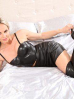 BDSM Фемдом: Госпожа в латексе