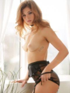 Молодая порно звезда Leah Gotti в нижнем белье