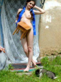 Эротика обнаженной девушки из деревни