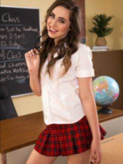 Американская студентка в короткой юбке