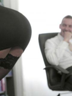 Трахнул раком красивую секретаршу в чулках Alexis Brill