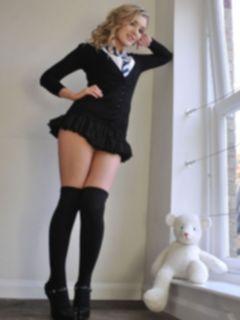 Молодая студентка с прекрасной фигурой