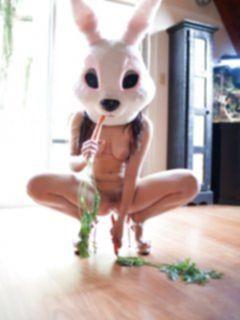 Косплей: секси зайка Лола Банни