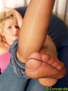 Фут фетиш зрелой женщины дома