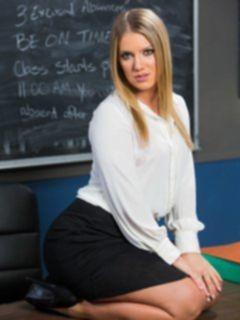 Преподавательница с широкими бедрами