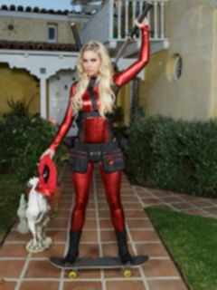 Порно пародия девушки на Дедпул (Deadpool)